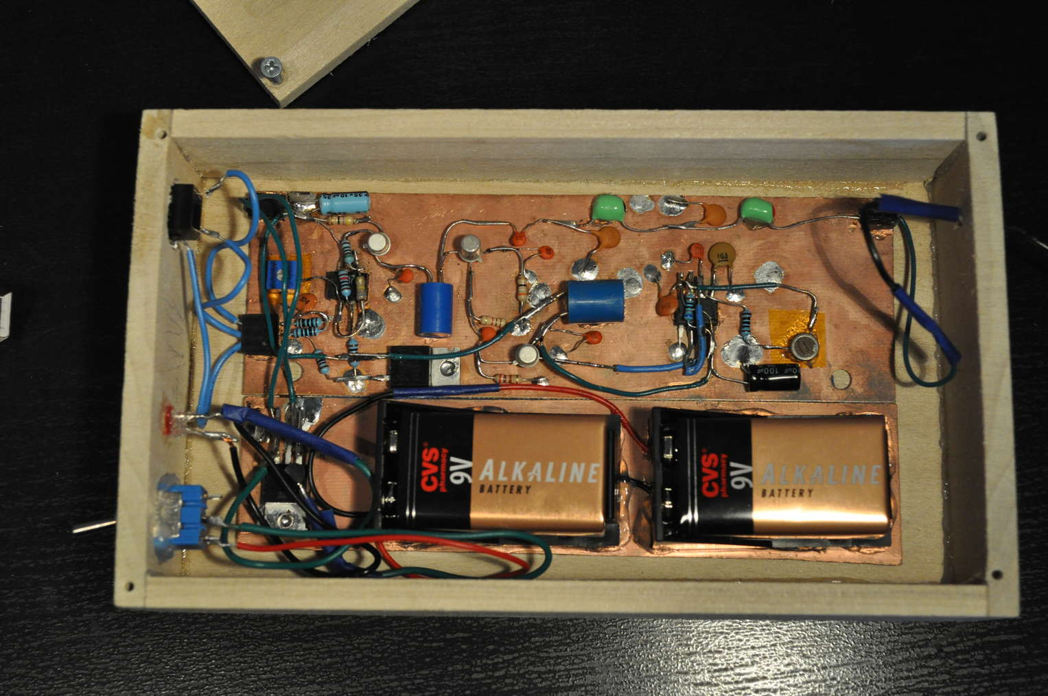 An Am Radio Transmitter Circuit Inside The Without Antenna